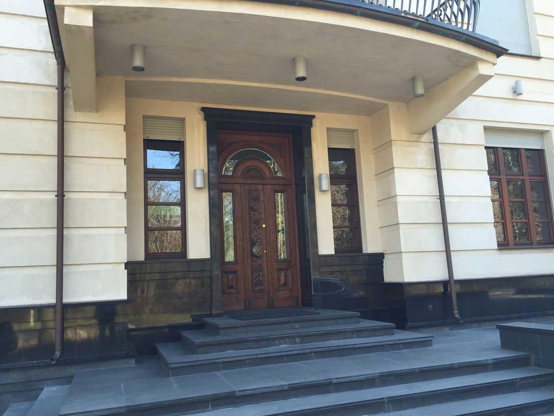 Drzwi wejściowe rzeźbione