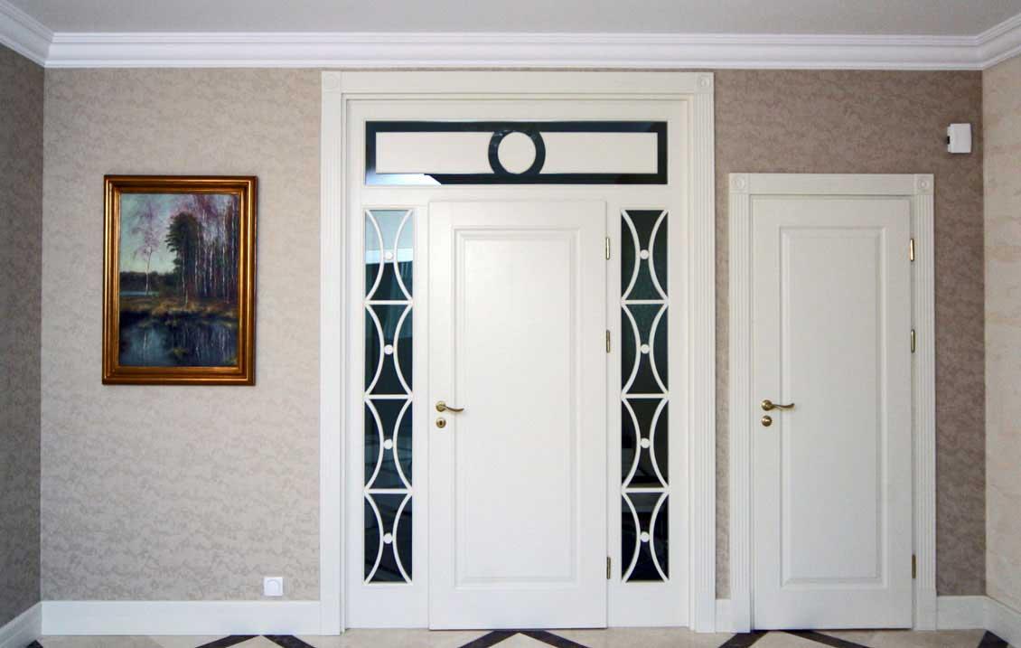 Białe drzwi zewnętrzne na wymiar